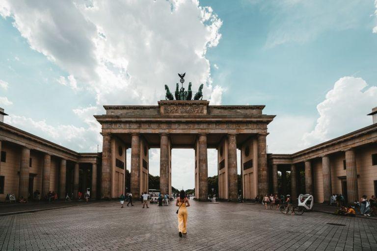 Βερολίνο: «Μπαζούκα» 550 δισ. ευρώ για τη διάσωση των γερμανικών επιχειρήσεων   tovima.gr
