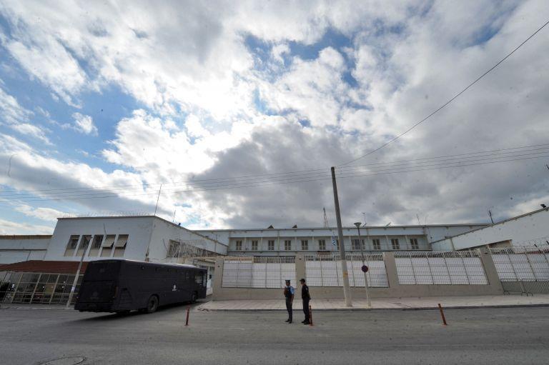 Ψάχνουν ύποπτα κρούσματα για κορωνοϊό σε τρεις φυλακές της χώρας   tovima.gr