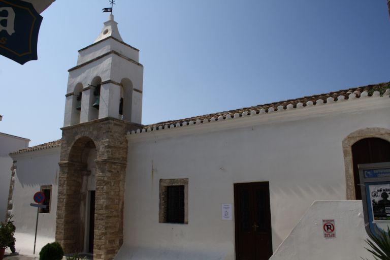 Δικογραφία εις βάρος του Μητροπολίτη Κυθήρων για τη λειτουργία των Χαιρετισμών   tovima.gr