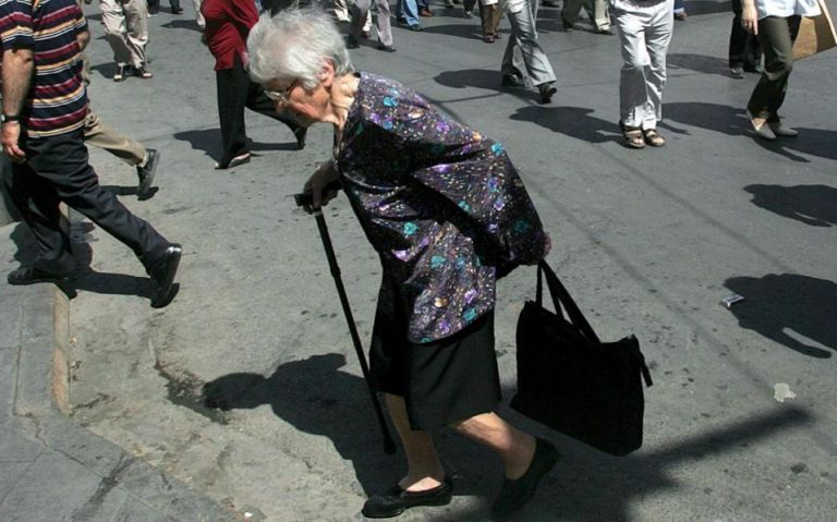 Tsiodras: No age group safe from Covid-19, society must protect elderly | tovima.gr