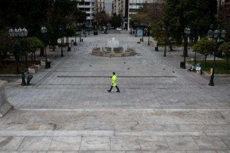 Πειθαρχούμε στις αποφάσεις, δεν σταματάμε να σκεπτόμαστε | tovima.gr