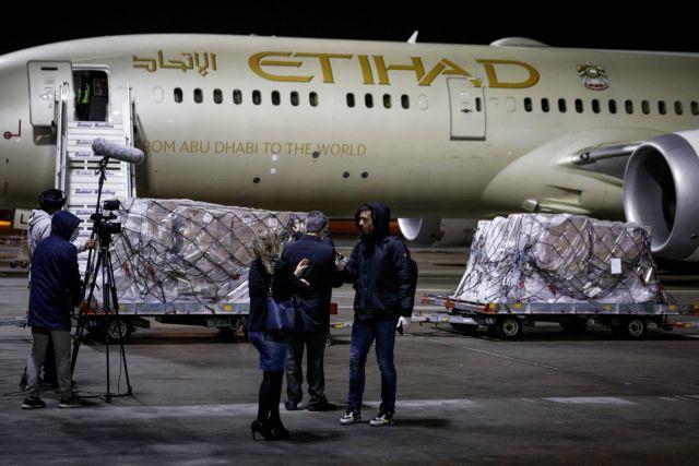 Εφτασαν 11 τόνοι υγειονομικού υλικού από τα Ηνωμένα Αραβικά Εμιράτα | tovima.gr