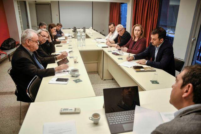 ΣΥΡΙΖΑ: Μόνο η Ελλάδα στην ΕΕ οδηγεί εργαζόμενους σε ανεργία και μειώσεις μισθών 50%   tovima.gr