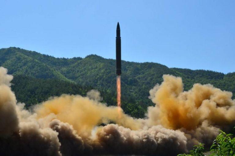 Βόρεια Κορέα: Εκτόξευση δύο βαλλιστικών πυραύλων εν μέσω Κορωνοϊού | tovima.gr