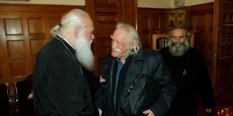 Ο Ιερώνυμος θα τελέσει την εξόδιο ακολουθία του Μανώλη Γλέζου | tovima.gr