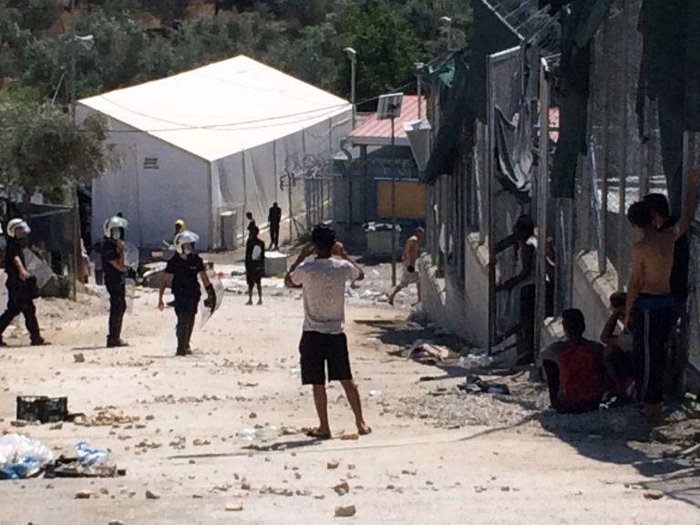 Νεκρός ανήλικος πρόσφυγας στη Μόρια – Μαχαιρώθηκε από ομοεθνή του | tovima.gr