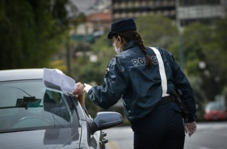 Διευκρινίσεις για μετακινήσεις με ΙΧ και ταξί | tovima.gr