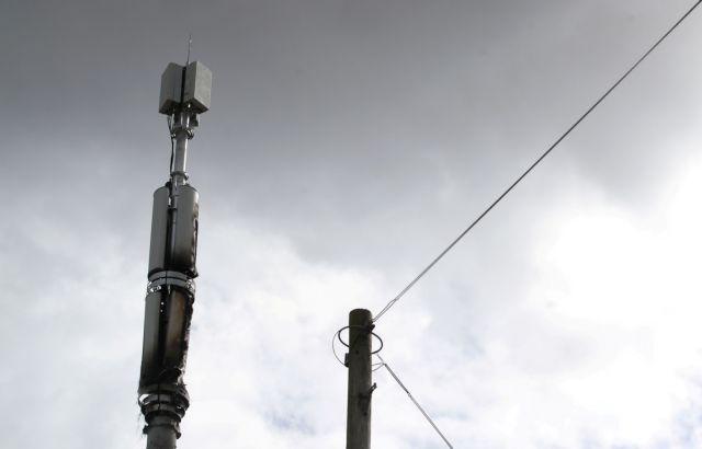 Εφθασαν και στη Βρετανία οι «θεωρίες συνωμοσίας»: Μπαράζ επιθέσεων σε κεραίες 5G | tovima.gr