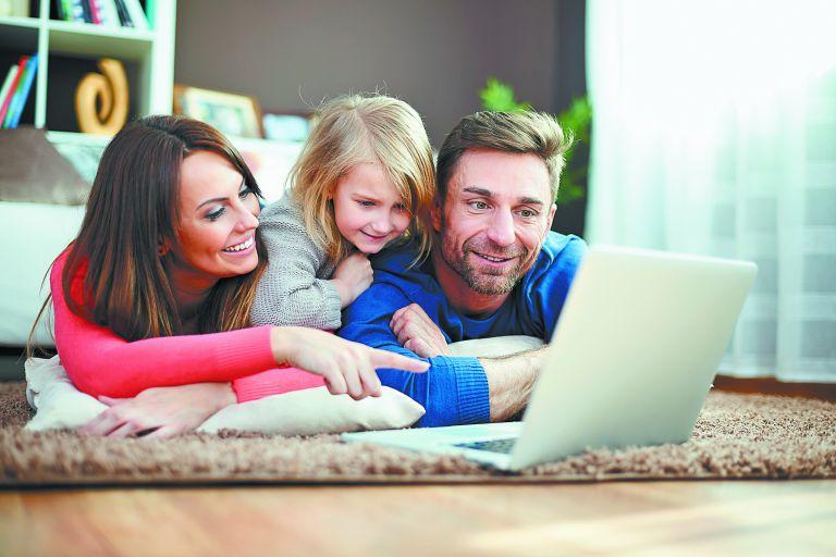 Κολλημένοι στην οθόνη με τα παιδιά – Πλατφόρμες πολιτισμού για οικογενειακά… ταξίδια | tovima.gr
