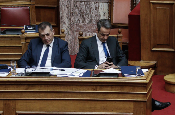 Pandemic political truce ends with a bang as SYRIZA, KINAL demand Vroutsis' resignation | tovima.gr