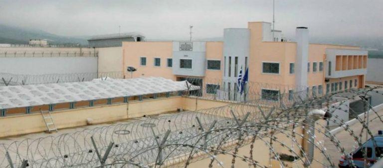 Φυλακές Δομοκού: Αιφνιδιαστικός έλεγχος στα κελιά – Βρέθηκαν αυτοσχέδια όπλα – 13 συλλήψεις | tovima.gr