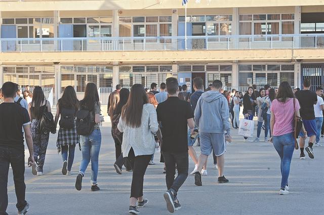 Μετέωρη η σχολική χρονιά | tovima.gr
