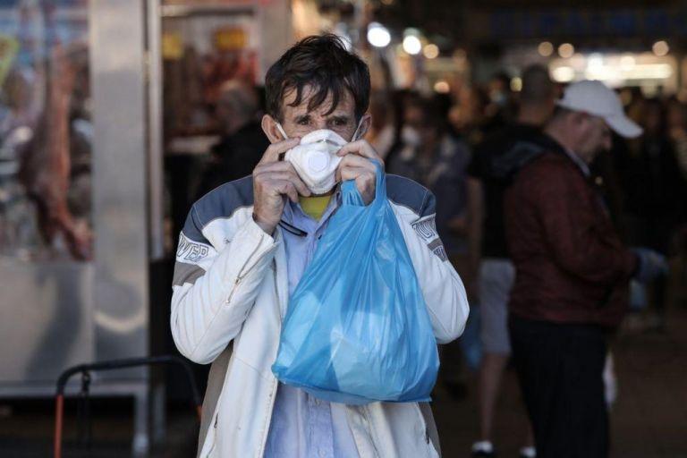 Πέτσας: Μόνο το προσωπικό των σούπερ μάρκετ θα πρέπει να φοράει μάσκες   tovima.gr