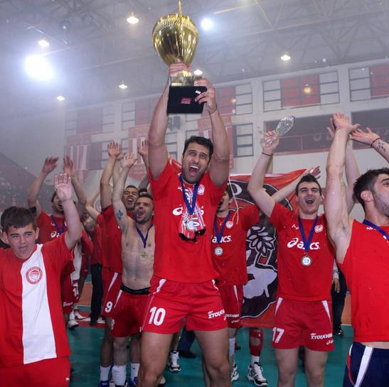 Βόλεϊ : Σαν σήμερα ο Ολυμπιακός κατέκτησε το 25ο πρωτάθλημα της ιστορίας του | tovima.gr