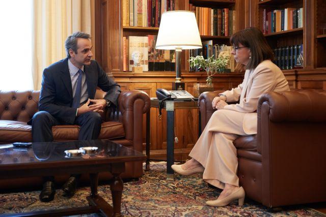 Ο Πρωθυπουργός , η Πρόεδρος και ο Τσιόδρας   tovima.gr
