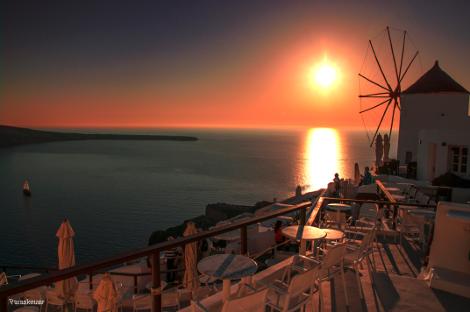 Μαγικές εικόνες: Το ηλιοβασίλεμα της Σαντορίνης «ταξίδεψε» σε όλο τον κόσμο μέσα από το Reuters | tovima.gr