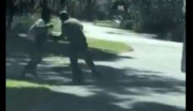ΗΠΑ: Βίντεο με τη δολοφονία μαύρου που έκανε τζόκινγκ προκαλεί θύελλα αντιδράσεων | tovima.gr