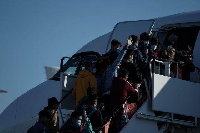 Πτήση διπλού σκοπού στην Βρετανία: Αναχωρούν 50 πρόσφυγες, επαναπατρίζονται 150 Έλληνες | tovima.gr