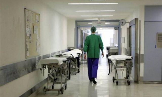 Το «ευχαριστώ» στους γιατρούς μένει στο… χειροκρότημα | tovima.gr