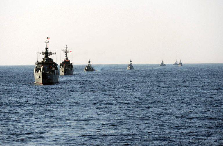 Ιράν: Φόβοι για νεκρούς από τη βύθιση πλοίου μεταφοράς υλικού από φρεγάτα κατά τη διάρκεια άσκησης | tovima.gr