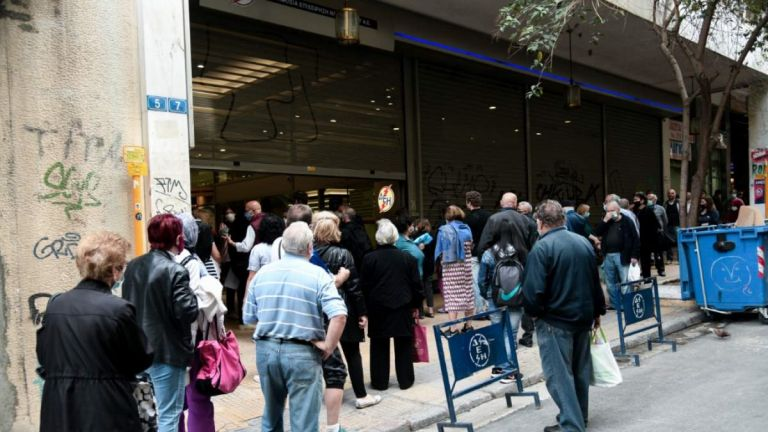 Editorial: The queues of backwardness | tovima.gr