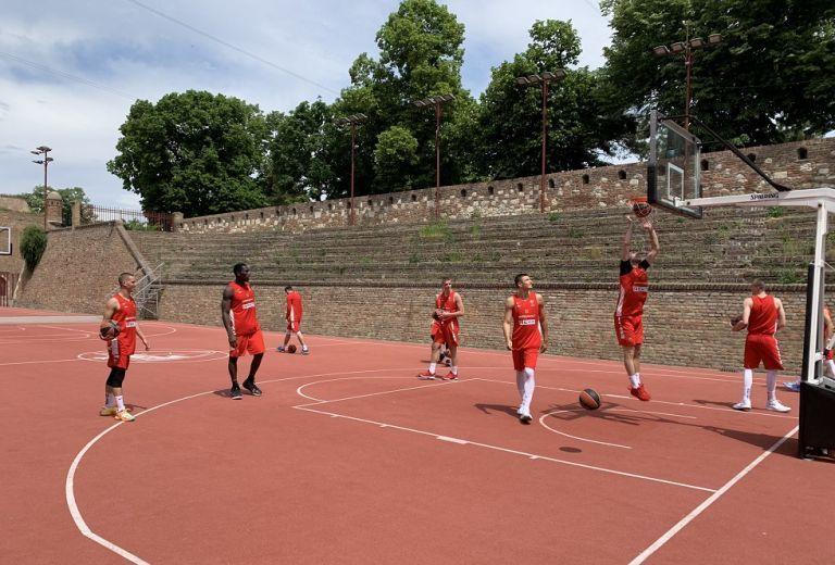Ερυθρός Αστέρας: Ξεκίνησε τις προπονήσεις σε ανοιχτό γήπεδο   tovima.gr