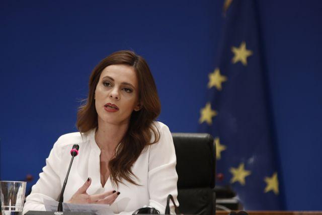 Αχτσιόγλου: Καμία προστασία από απολύσεις στις επιχειρήσεις που έκλεισαν με κρατική εντολή | tovima.gr