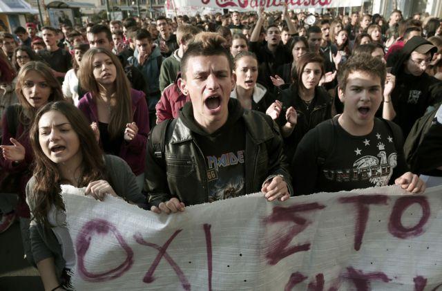 Προπύλαια: οι μαθητές διαδηλώνουν κατά της βιντεοσκόπησης των μαθημάτων | tovima.gr
