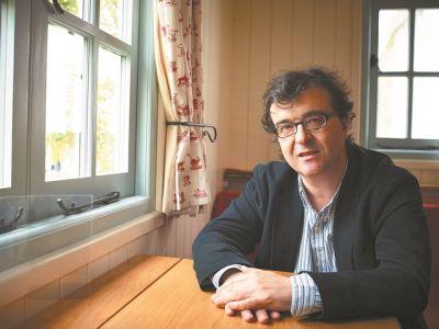 Ο ισπανός συγγραφέας Χαβιέρ Θέρκας μιλάει για την πανδημία | tovima.gr