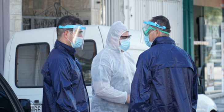 Authorities conduct mass testing after coronavirus outbreak in Roma community, 16 new cases | tovima.gr