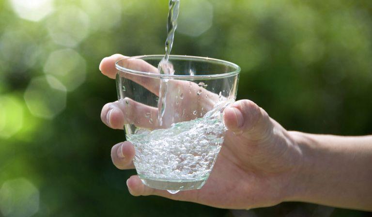 Νερό και Covid -19: Μπορεί ο ιός COVID-19 να μεταδοθεί μέσω του πόσιμου νερού ή υδάτινων χώρων αναψυχής; | tovima.gr