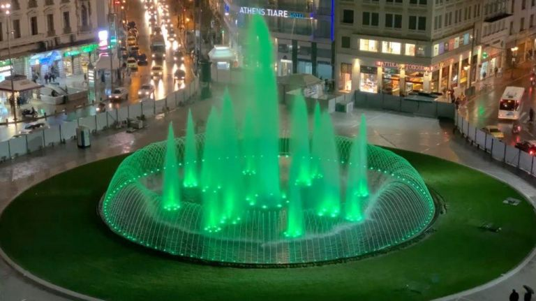 Φωταγωγείται σήμερα το βράδυ η πλατεία Ομονοίας – επαναλειτουργεί το συντριβάνι   tovima.gr