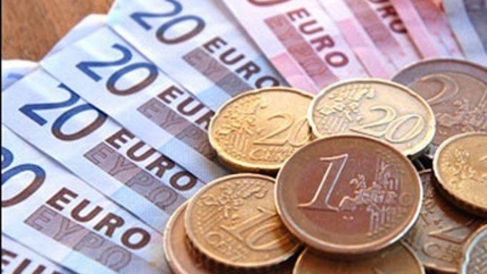 Μείωση των φορολογικών εσόδων κατά 17,2% τον Απρίλιο | tovima.gr
