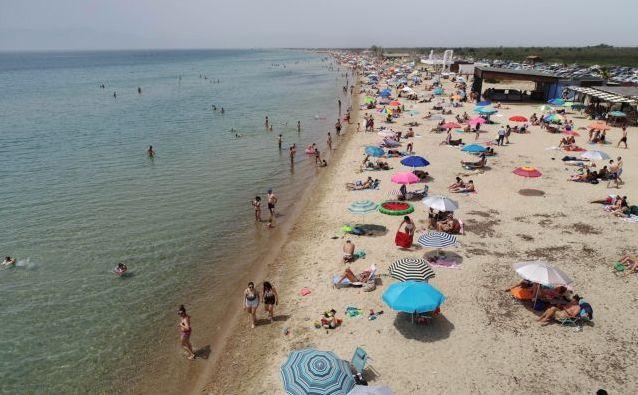 Εκτενές ρεπορτάζ από τα διεθνή ΜΜΕ για την Ελλάδα: Επέστρεψε στις παραλίες διατηρώντας τις αποστάσεις   tovima.gr