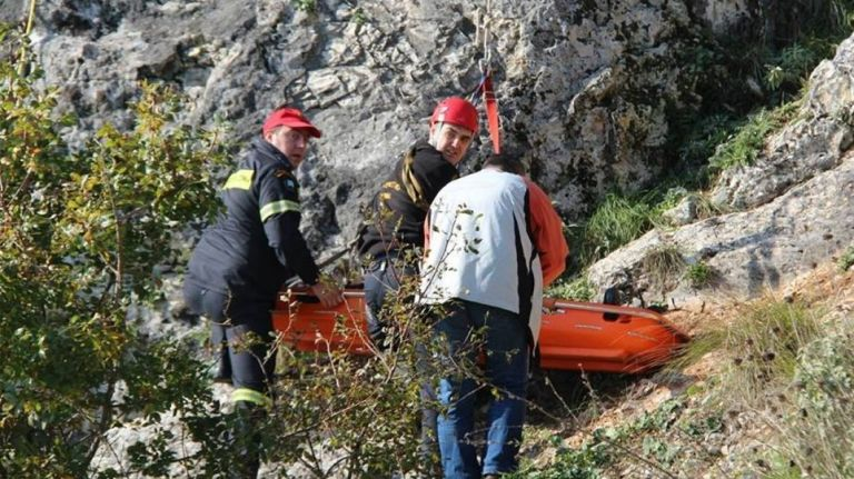 Λουτράκι: Νεκροί τέσσερις άνδρες σε σπήλαιο – Τα σενάρια που εξετάζονται | tovima.gr