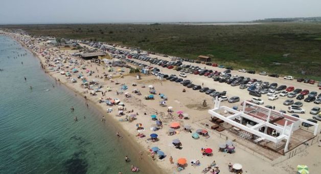 Evening Standard: Γεμάτες οι ελληνικές ακτές μετά την άρση των μέτρων | tovima.gr
