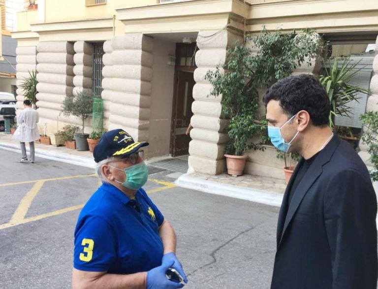 Επίσκεψη Κικίλια στο Ιπποκράτειο – Τι συζήτησε με γιατρούς, νοσηλευτές, ασθενείς | tovima.gr