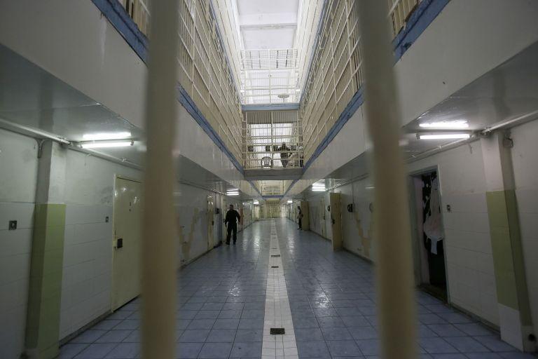 Κορωνοϊός: Η… κανονικότητα επιστρέφει και στις φυλακές | tovima.gr