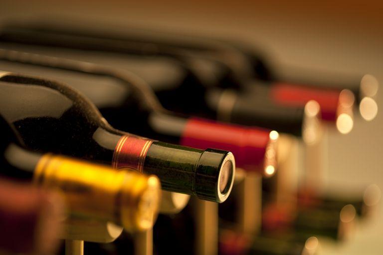 Μείωση ΦΠΑ και στο κρασί ζητούν οι οινοποιοί | tovima.gr
