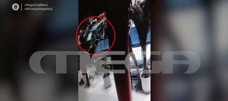 Βίντεο ντοκουμέντο του MEGA: Οι πρώτες στιγμές μετά την επίθεση με βιτριόλι στην 34χρονη | tovima.gr