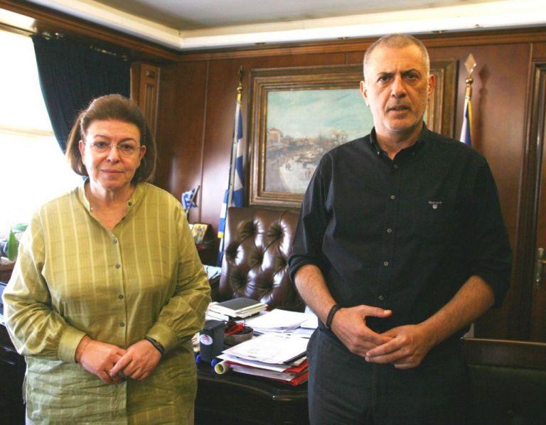Συνάντηση Μώραλη με Μενδώνη – Μίλησαν για τα αρχαία στην Πειραϊκή | tovima.gr