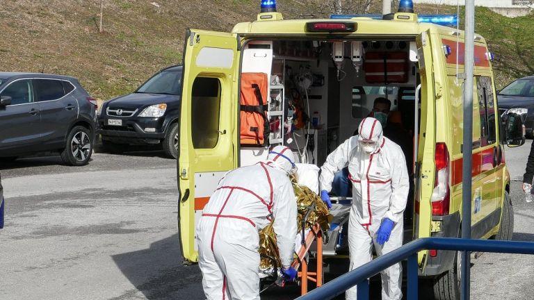 Συναγερμός για ύποπτο κρούσμα κοροναϊού στο υπ. Παιδείας – 55χρονη υπάλληλος με συμπτώματα πήγε κανονικά στη δουλειά της | tovima.gr