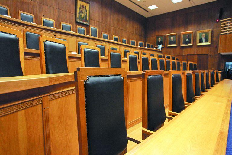 Καταδικάζουν την εμπρηστική επίθεση στην Ευελπίδων οι εισαγγελείς – Τι ζητούν | tovima.gr