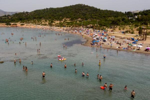 Κορωνοϊός: Οι  ειδικοί ανησυχούν για 2ο κύμα πανδημίας λόγω του συνωστισμού στις παραλίες | tovima.gr