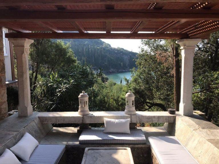 Ύμνοι των Financial Times για την Ελλάδα: Προτείνουν διακοπές στην Καρδαμύλη | tovima.gr
