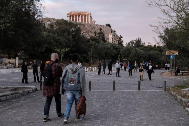 Πώς επηρέασε ο κοροναϊός την οικονομία και τα σχολεία | tovima.gr
