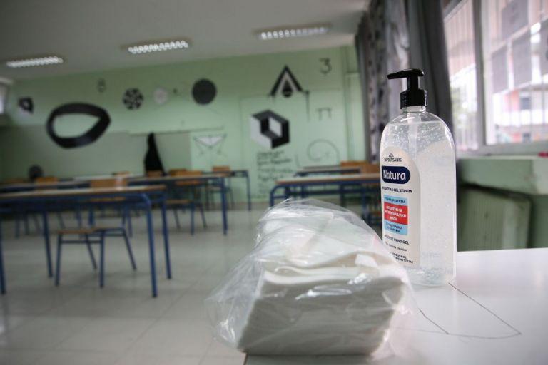 Δημοτικά-παιδικοί σταθμοί: Ολα τα SOS – Παράταση έτους, όριο μαθητών, αντισηπτικά, αποστάσεις | tovima.gr
