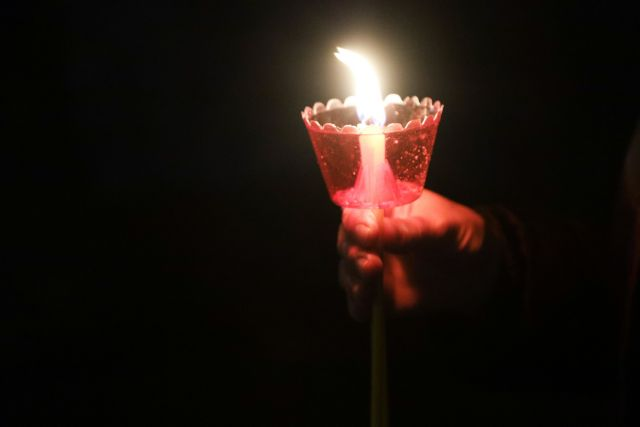Ανάσταση και «Χριστός Ανέστη» σήμερα το βράδυ στις εκκλησίες | tovima.gr