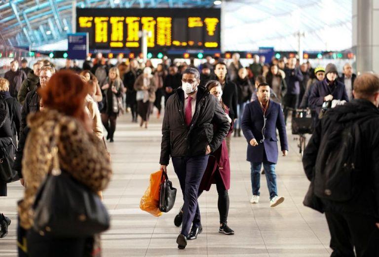 Στη Βρετανία η μεγαλύτερη αναλογία θανάτων σε σχέση με τον πληθυσμό | tovima.gr