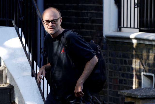 Βρετανία: 1.000.000 υπογραφές για την απόλυση Κάμινγκς | tovima.gr